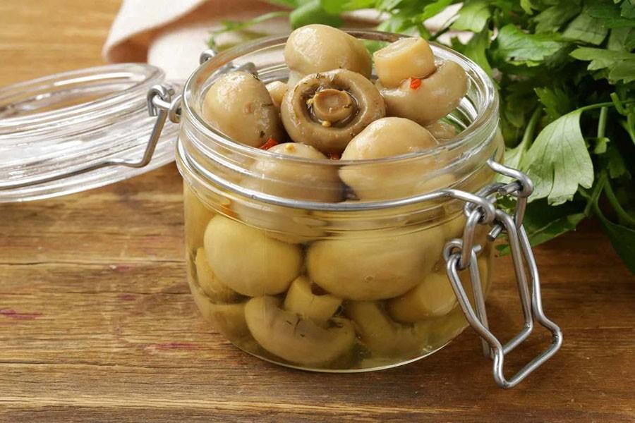 Пикантные маринованные грибочки — супер закусочка