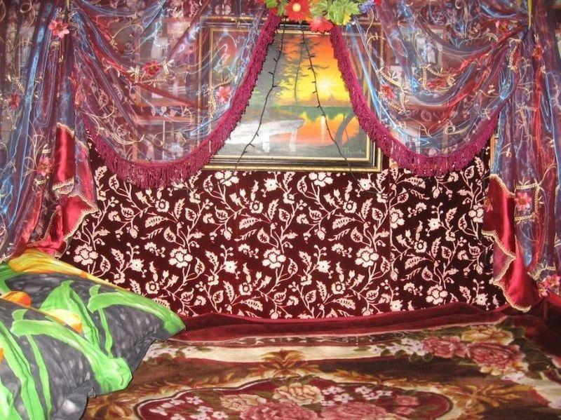 Питерская квартира за 1280 рублей в сутки.... А Вам нравится?))) Мне - нет, какая-то мешанина цвета - до головно боли)))