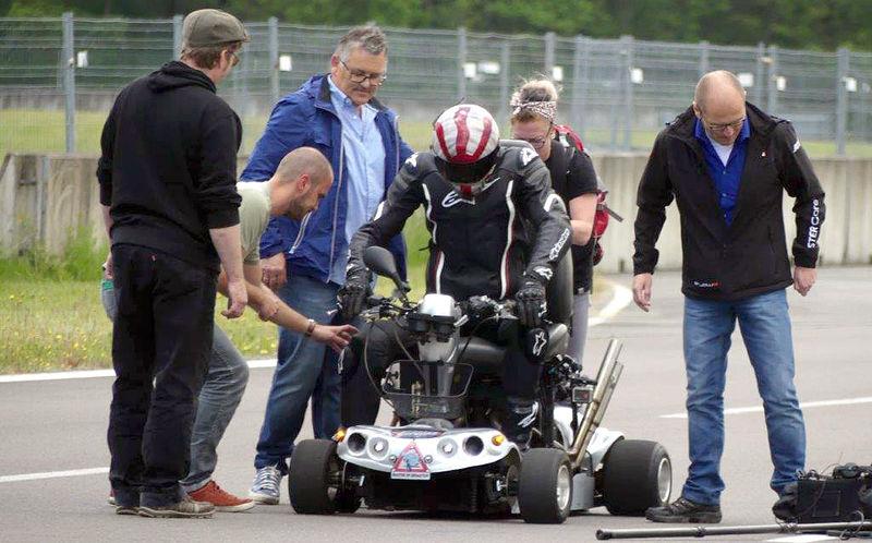 Бес в ребро: стариковскую мотоколяску разогнали до 180 км/ч!