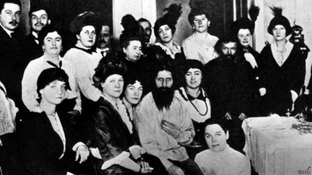 Григорий Распутин с группой почитателей