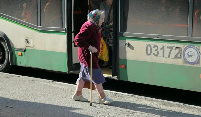 Уроки вежливости: Пенсионерка поджарила электрошокером не уступившую место школьницу