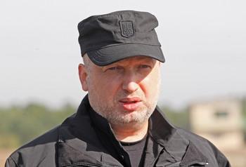 Турчинов анонсировал въезд граждан России на Украину по биометрическим паспортам
