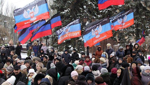 В Донецке проходит митинг, посвященный подписанию резолюции ООН по Донбассу