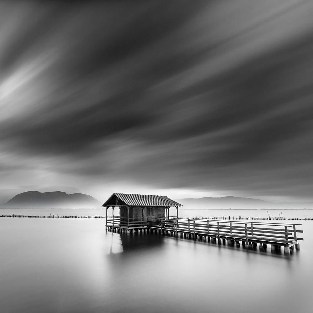 Чёрно-белые пейзажи, уходящие за пределы реальности. Фотограф Джордж Дигалакис 23