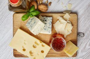 Икра и сыр голландский. Какие продукты прогонят осеннюю депрессию