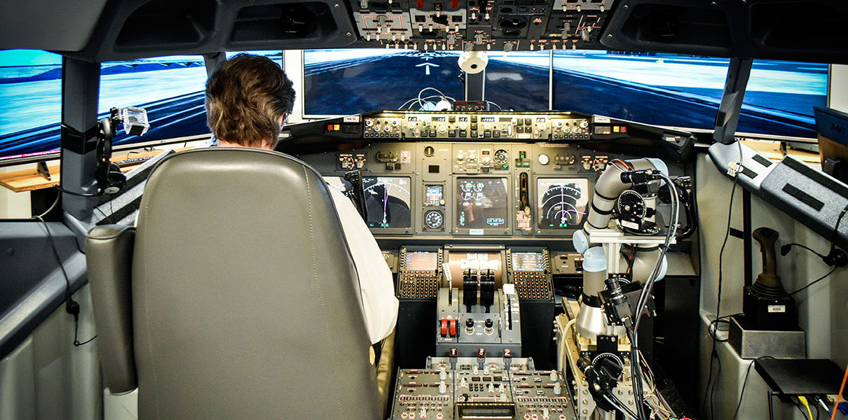 Робоманипулятор ALIAS совершил успешный полет на тренажере Boeing 737