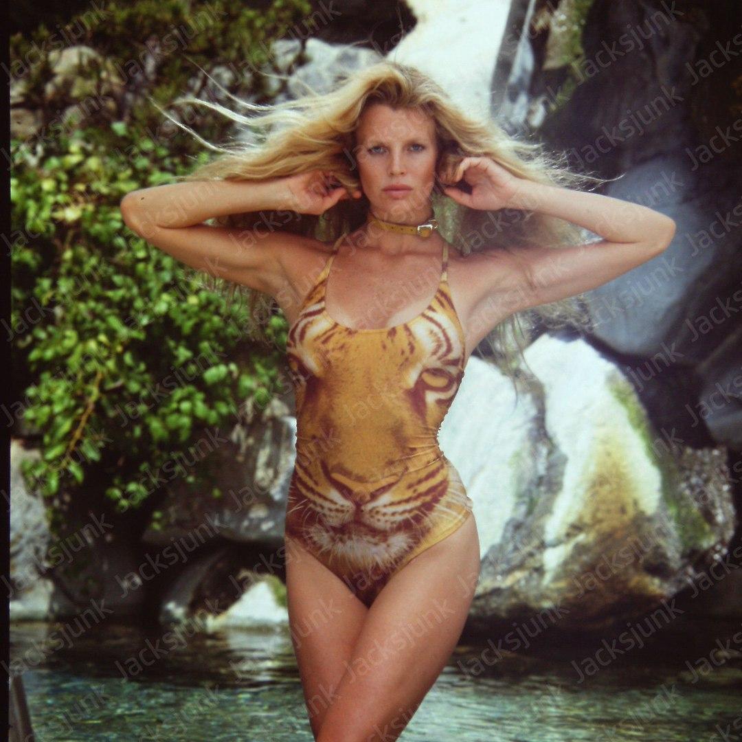 Ким Бейсингер в неизвестной фотосессии 80-х