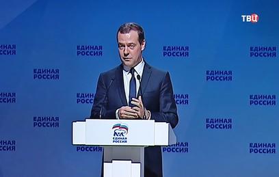 Медведев вспомнил, как в детстве его не пускали в библиотеку. Видео