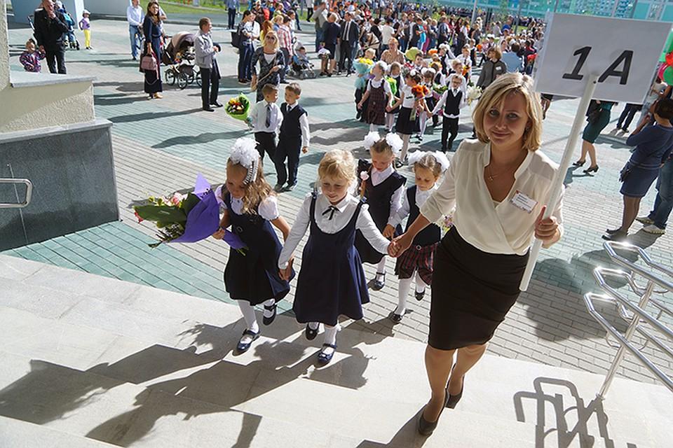Буквально на днях столичный Департамент образования отчитался, что средняя зарплата педагогов в Москве достигла 105 тысяч рублей