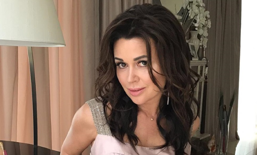 Анастасия Заворотнюк откровенно рассказала о тяжелой разлуке со своими детьми