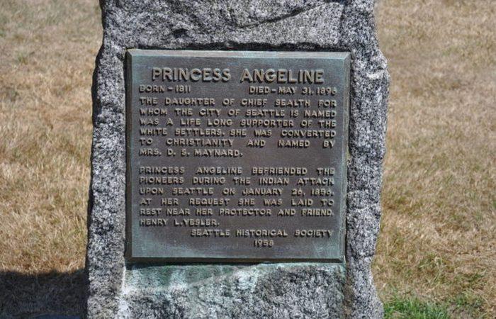 Надгробный камень принцессы Анджелины, фотограф Эдвард Кертис.