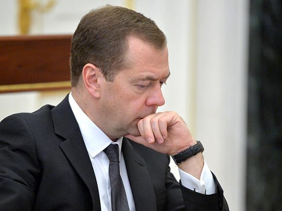 Медведев призвал развивать онлайн образование в России