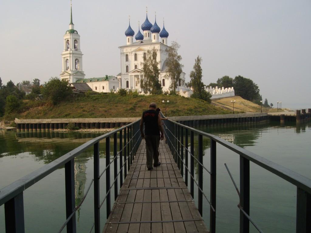 У храма в Катунках, лето 2010