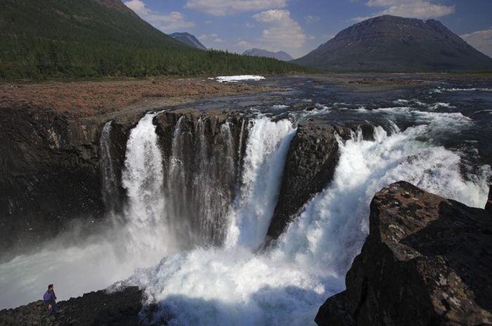 Плато расположено на северо-западе Красноярского края.