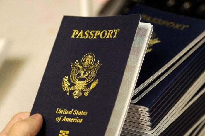 Американский паспорт стал синим в 1976 году.