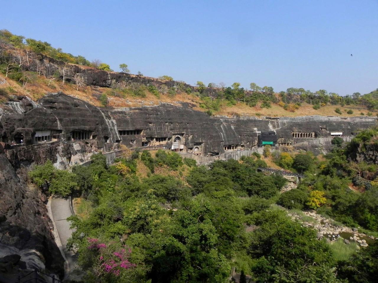 Проклятье пещер Аджанты: история и современность уникального пещерного храма в Индии
