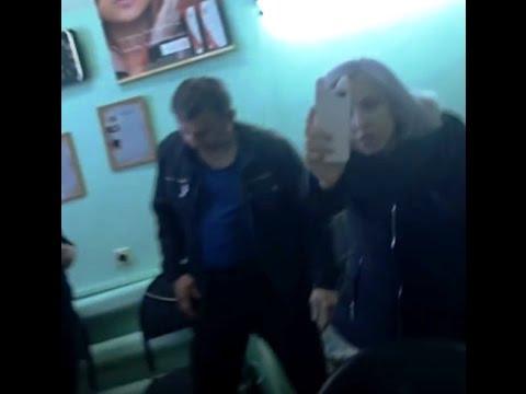 Агрессивная школьница устроила погром в парикмахерской из-за испорченных волос
