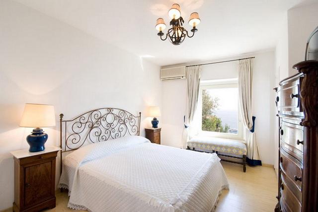 Белая спальня в итальянском стиле