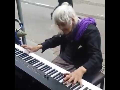 Шикарная игра на пианино! ТАЛАНТ- это, то что не пропьёшь, не прогуляешь и никогда не утратишь