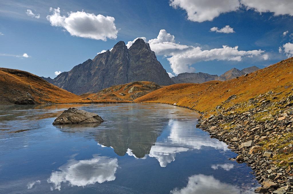 Если стало скучно в Сочи , рядом есть Кардывач - король горных озер Кавказа