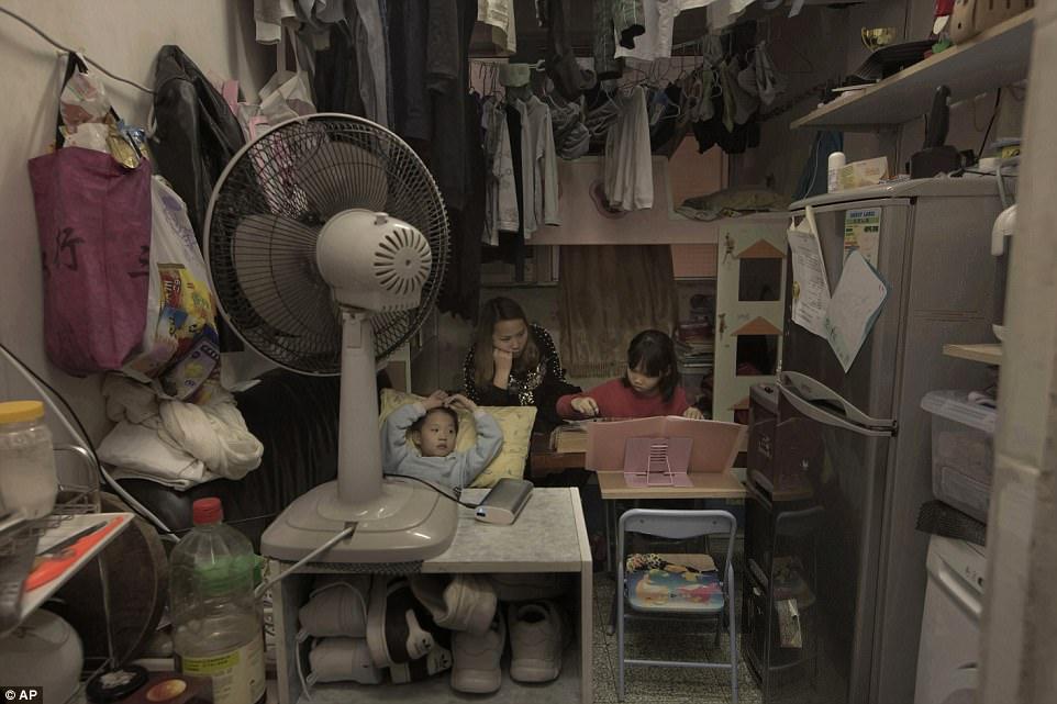 Как живут люди в гонконгских квартирах-гробах