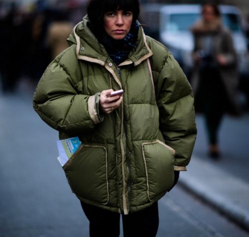 уличная мода весна лето 2017 париж куртка оверсайз цвета хаки женская
