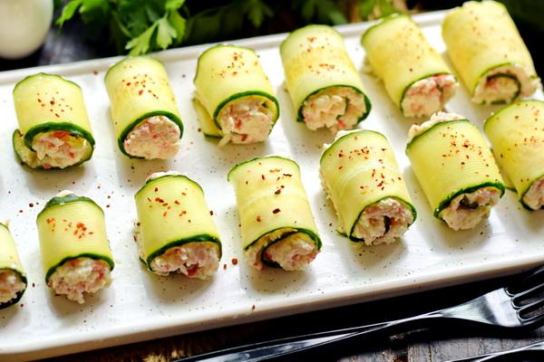 Крабовые палочки + огурцы + сыр = обалденная закуска за 15 минут