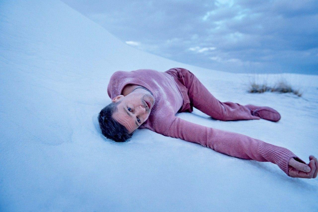 """Новую фотосессию Бреда Питта вполне можно назвать """"Жизнь мужчины после развода"""""""