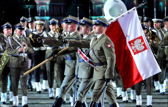 Польша предает собственный ВПК ради противостояния с Россией