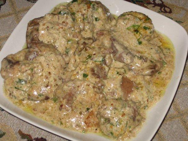 Куриная печень в орехово-чесночном соусе