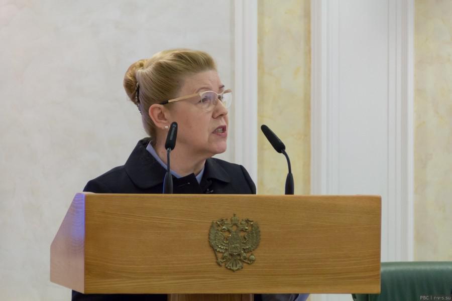 «Европейской семьи в России не будет»: На слушаниях в Совфеде предложили изменить Семейный кодекс