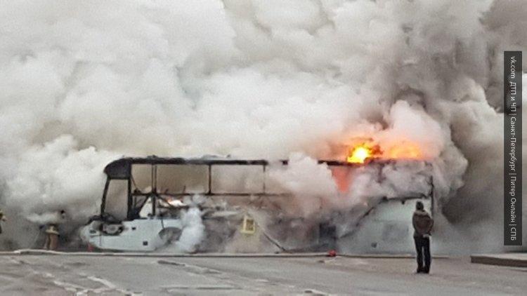 Украинские радикалы сожгли польский автобус во Львове