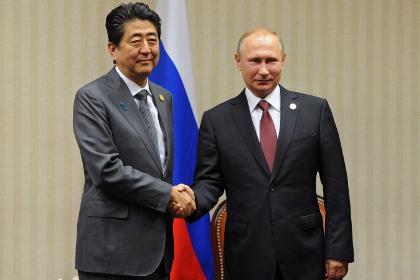 Абэ пообещал Путину принять его в Японии как дорогого гостя