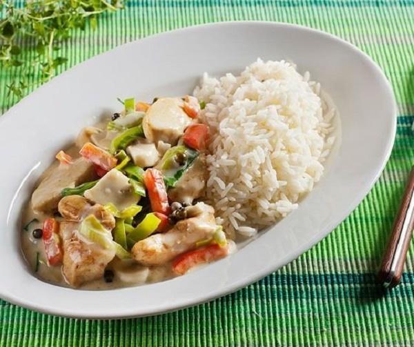 Нежное куриного филе с овощами и длинозернистым рисом — вкусно и сытно!