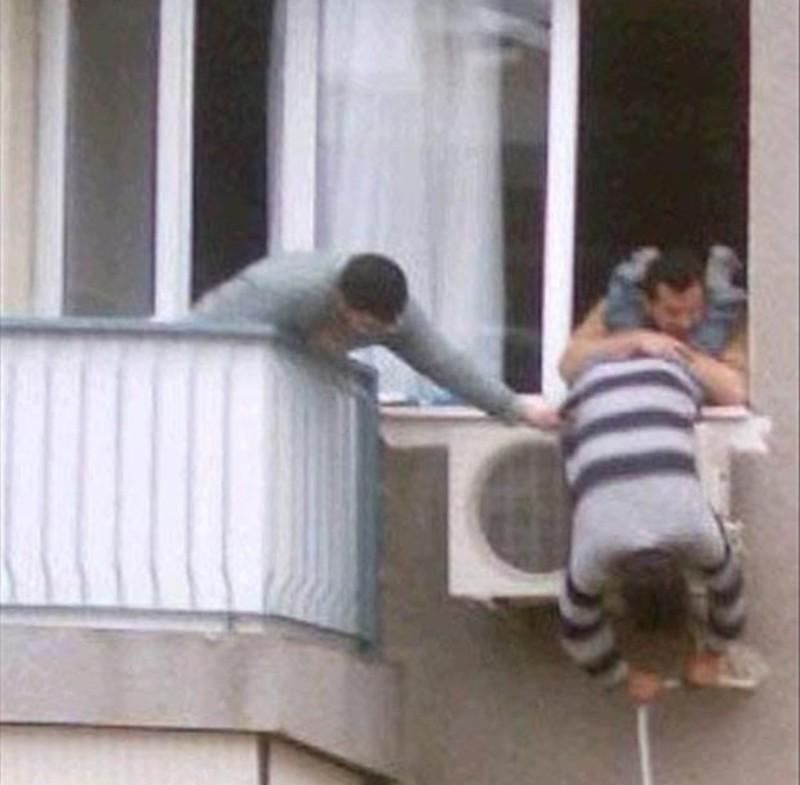 6. Вот почему женщины живут дольше мужчин девушки, смешно, сосед в окне, фото