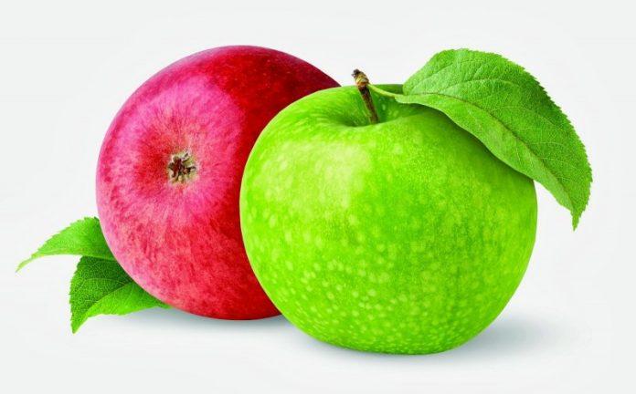 Маленькая девочка не поделилась яблоком...