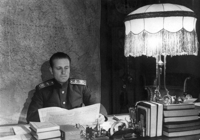 Александр Голованов – главный маршал авиации (19 августа 1944), командующий Авиацией дальнего действия СССР (1942-1944), командующий 18-й воздушной армией (1944-1946), командующий Дальней авиацией СССР (1946-1948)./Фото: waralbum.ru