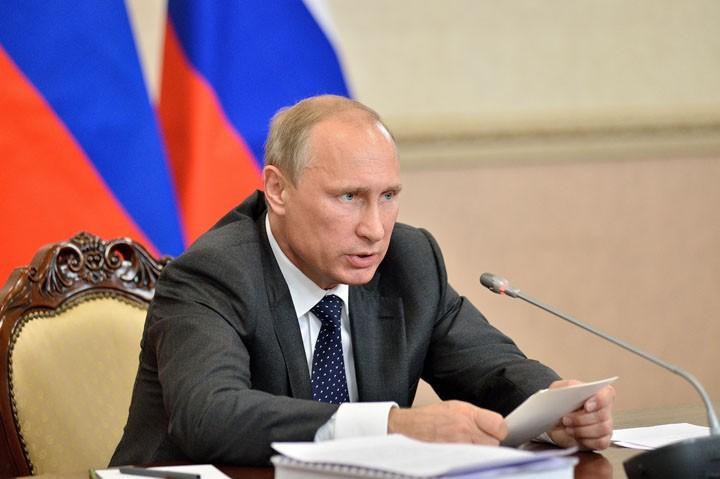 Владимир Путин уверенно успо…