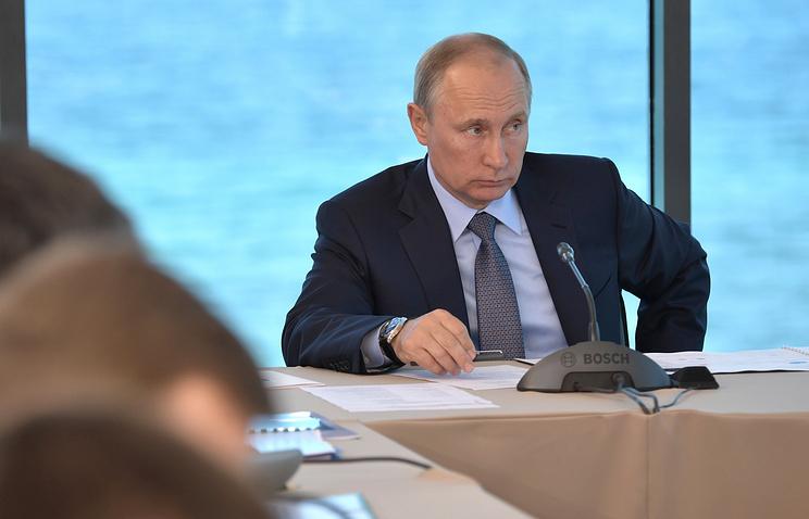 """Путин призвал местные власти решать проблемы граждан без """"бюрократического футбола"""""""