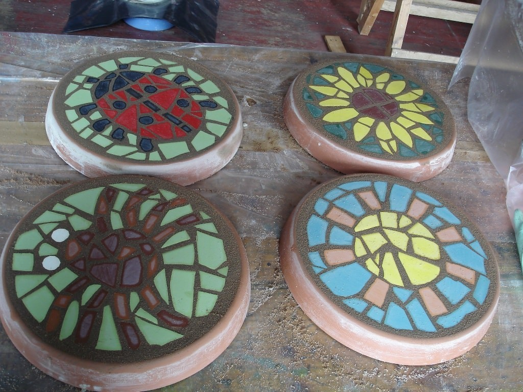 Дорожки в саду своими руками из бетона и старой плитки