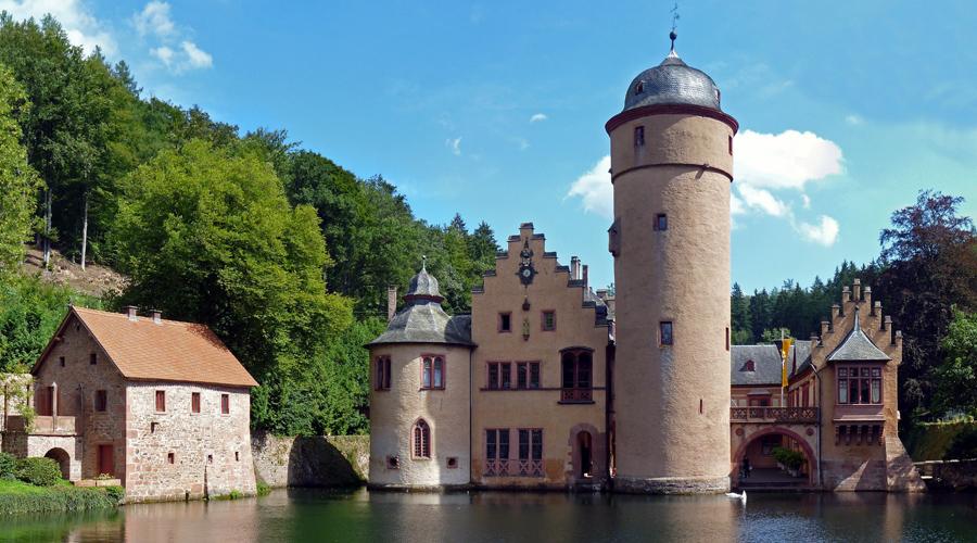 10 самых страшных замков мира