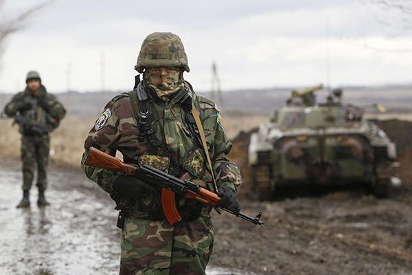 В ЛНР зафиксировали активность силовиков у линии соприкосновения: обнаружена новая техника и оружие