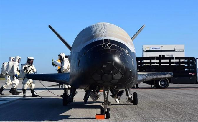 Русский космический «малютка-киллер» даёт жару американскому космолёту!