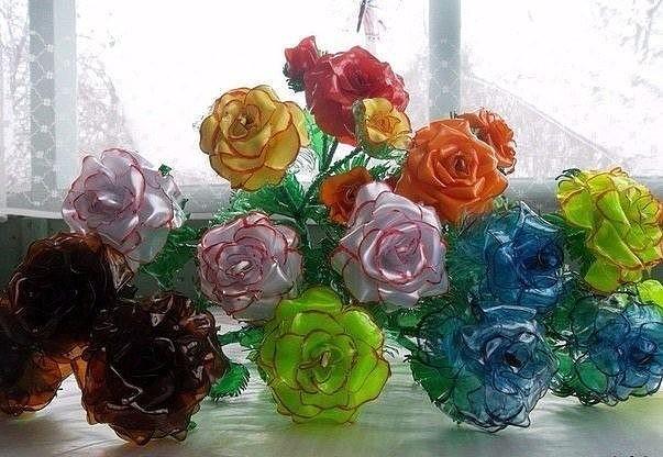 Не выбрасывайте пластиковые бутылки. Из них можно сделать розы!