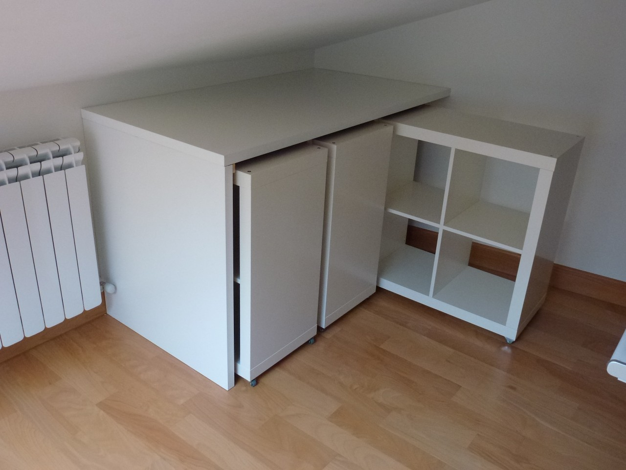 ikea schreibtisch regal kombination. Black Bedroom Furniture Sets. Home Design Ideas