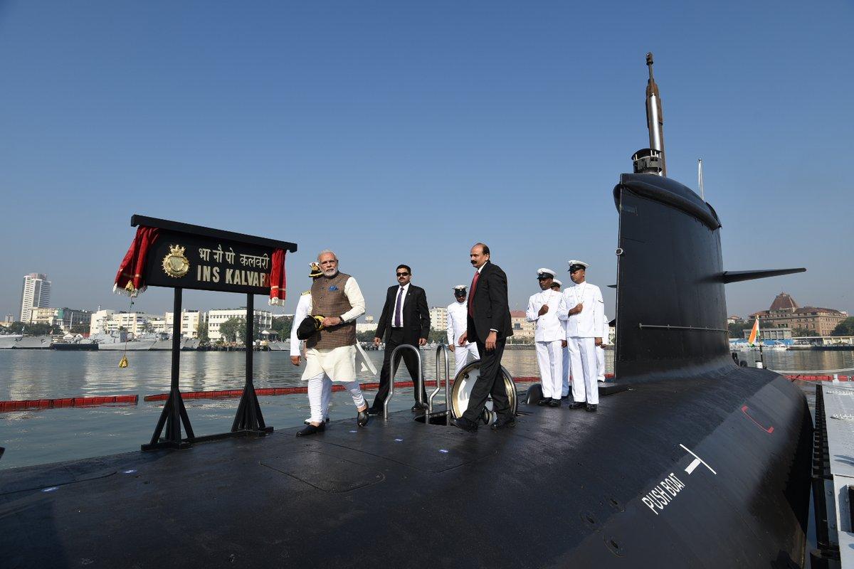 В состав ВМС Индии введена головная подводная лодка типа Scorpene