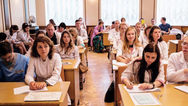 """Пособие по """"семейным ценностям"""" для школьников вызвало скандал на Украине"""