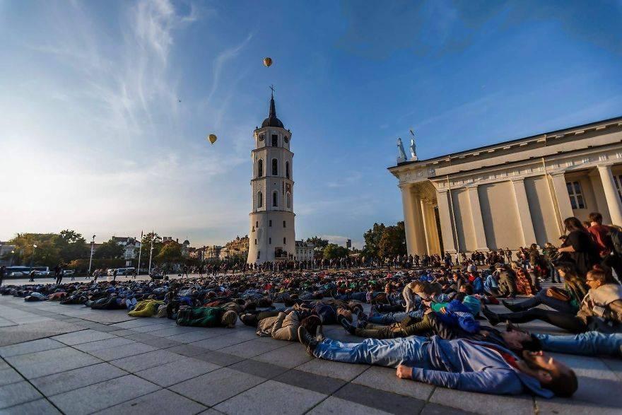 Литва сводит счеты с жизнью