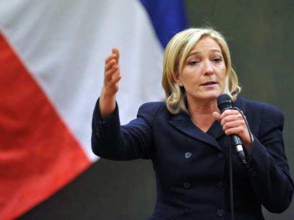 Французский депутат: самонадеянно думать, что Ле Пен не победит на выборах