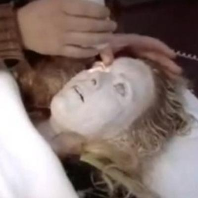 Джин была серьезно обморожена, и ни одна из ее конечностей не двигалась и не сгибалась. Врачи делали все возможное, но ситуация оставалась критической. Даже если Джин пришла бы, у нее наверняка было бы серьезное повреждение мозга и ноги пришлось бы ампутировать.